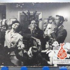 Cinéma: LA FAMILIA Y... UNO MAS, ALBERTO CLOSAS, JOSE LUIS LOPEZ VAZQUEZ - ANTIGUO FOTOCROMO DE CARTON. Lote 245570255