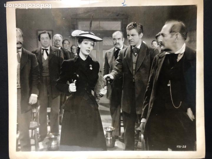 FOTO ORIGINAL DE LORETTA YOUNG Y ROBERT PRESTON.UNA MUJER DE CARÁCTER 20,5 X 25 CM (Cine - Fotos y Postales de Actores y Actrices)