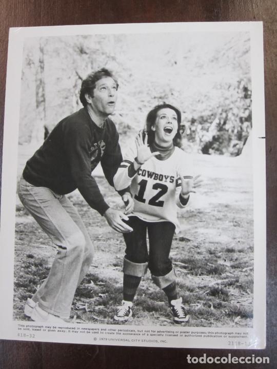 LA ULTIMA PAREJA THE LAST MARRIED COUPLE IN AMERICA - FOTO ORIGINAL B/N - NATALIE WOOD GEORGE SEGAL (Cine - Fotos, Fotocromos y Postales de Películas)