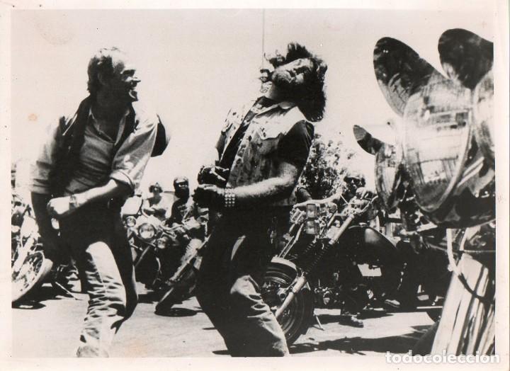 FOTOGRAFÍA ORIGINAL RENEGADE TRINITY THEY CALL ME TRINITY RENEGADE TERENCE HILL 1987 (Cine - Fotos y Postales de Actores y Actrices)