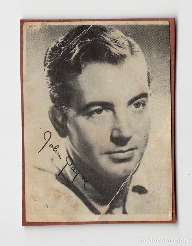 JOHN PAYNE. FOTO-CROMO ADOSADO EN CARTULINA (TAMAÑO 5´4 X 7´3) (Cine - Fotos y Postales de Actores y Actrices)