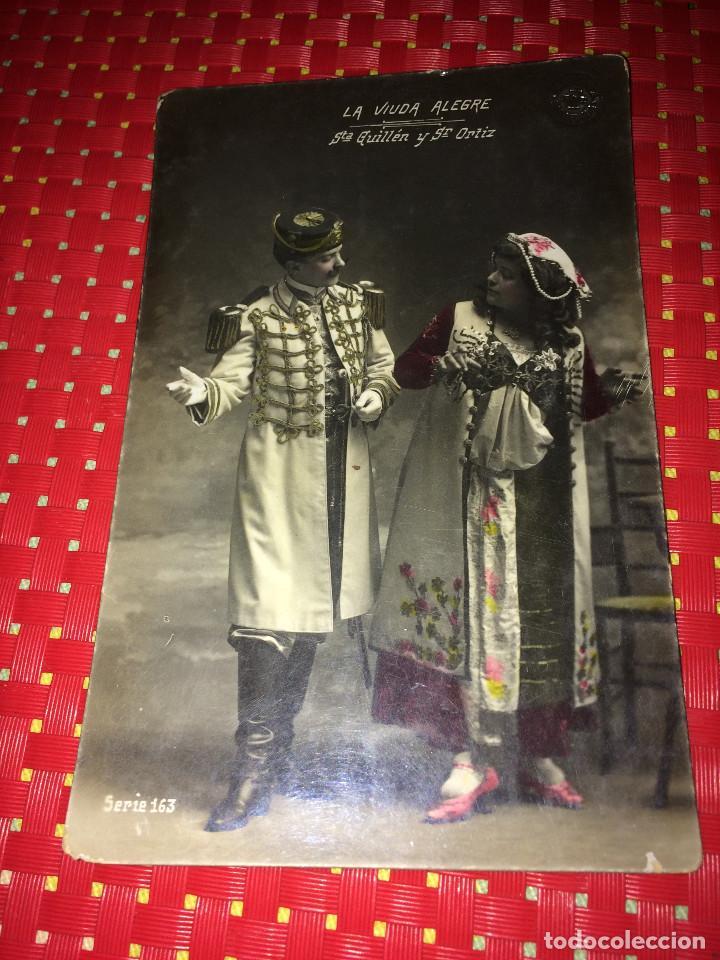 SRTA. GUILLEN Y SR. ORTIZ - ( LA VIUDA ALEGRE ) - FOTO/POSTAL CON MÁS DE 110 AÑOS DE ANTIGUEDAD (Cine - Fotos y Postales de Actores y Actrices)