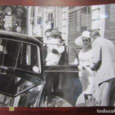 Cine: LIZ ELIZABETH TAYLOR - FOTO ORIGINAL B/N PRENSA - AÑOS 60' - CON RICHARD BURTON. Lote 289868273