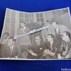 Cine: FESTIVAL DE CINE SAN SEBASTIÁN RUEDA DE PRENSA RENE CLAIR (HOTEL PALACE) AÑO 1959( FOTO 1). Lote 294831963