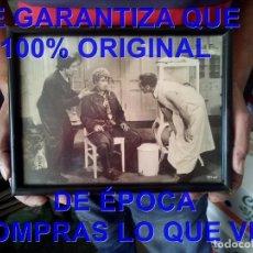 Cine: LOS HERMANOS MARX UN DIA EN LAS CARRERAS FOTO DE EPOCA ENMARCADA. Lote 295482813