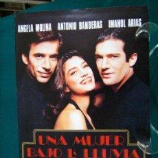 Cine: UNA MUJER BAJO LA LLUVIA - GERARDO VERA - ANGELA MOLINA - ANTONIO BANDERAS - IMANOL ARIAS - 1992 APR. Lote 222271972