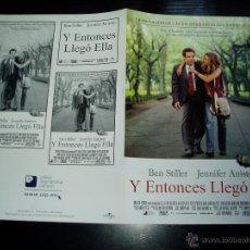 Cine: Y ENTONCES LLEGO ELLA. GUIA PUBLICITARIA DOBLE. ORIGINAL ESTRENO. NUEVO.. Lote 48860747
