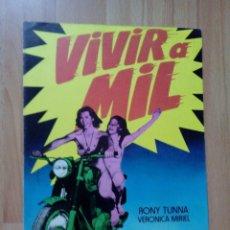 Cine: L2-GUIA DOBLE DE LA PELICULA--VIVIR A MIL. Lote 68764361