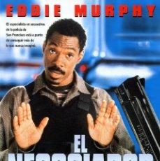 Cine: EL NEGOCIADOR (GUÍA ORIGINAL DOBLE CON FOTOS DE SU ESTRENO EN ESPAÑA) EDDIE MURPHY. Lote 194941986