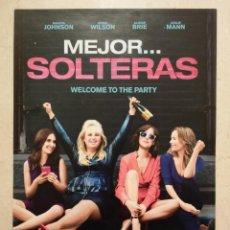Cine: GUIA ORIGINAL -A4- MEJOR SOLTERAS - ARCHIVO - DAKOTA JOHNSON - COMEDIA. Lote 74652663