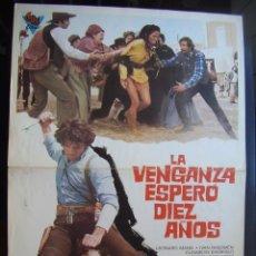 Cine: GUÍA PUBLICITARIA DE LA PELÍCULA LA VENGANZA ESPERÓ DIEZ AÑOS. Lote 74882119