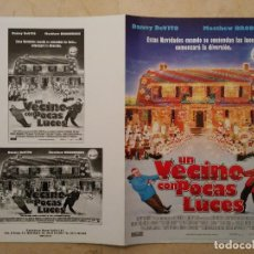 Cine: GUIA ORIGINAL DOBLE -A4 - UN VECINO CON POCAS LUCES - MATTHEW BRODERICK - DANNY DEVITO. Lote 78442145