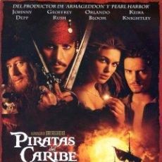 Cinéma: PIRATAS DEL CARIBE LA MALDICIÓN DE LA PERLA NEGRA (GUÍA ORIGINAL DOBLE CON FOTOS DE SU ESTRENO) . Lote 79350781