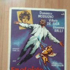 Cine: GUIA DE LA PELICULA - - EN EL CIELO PINTADO DE AZUL. Lote 147899574