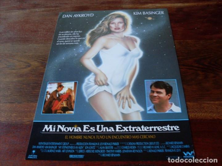 MI NOVIA ES UNA EXTRATERRESTRE - DAN AYKROYD, KIM BASINGER - GUIA ORIGINAL COLUMBIA AÑO 1988 (Cine - Guías Publicitarias de Películas )