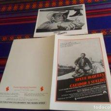 Cine: STEVE MCQUEEN GUÍA PUBLICITARIA CAZADOR A SUELDO Y FOTO JUNIOR BONNER. BUEN ESTADO. . Lote 180192721