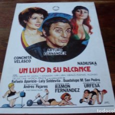 Cine: UN LUJO A SU ALCANCE - ARTURO FERNANDEZ, CONCHA VELASCO, NADIUSKA - GUIA ORIGINAL IZARO AÑO 1975. Lote 180193118