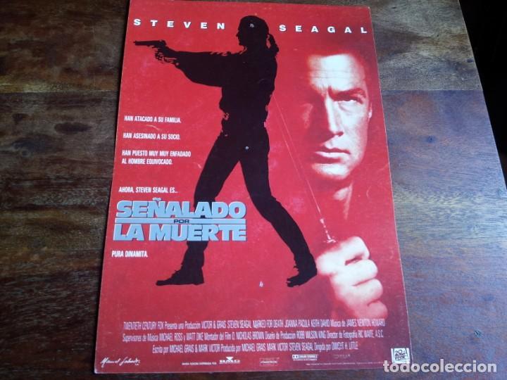 SEÑALADO POR LA MUERTE - STEVEN SEAGAL, JOANNA PACULA, KEITH DAVID - GUIA ORIGINAL FOX AÑO 1990 (Cine - Guías Publicitarias de Películas )