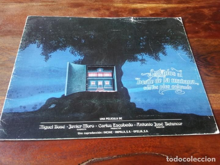 SENTADOS AL BORDE DE LA MAÑANA CON LOS PIES COLGANDO - MIGUEL BOSE, LUIS CIGES - GUIA ORIGINAL 1978 (Cine - Guías Publicitarias de Películas )