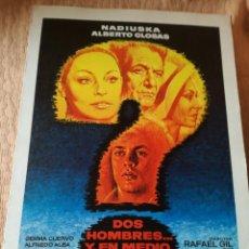 Cine: GUÍA PELÍCULA DOS HOMBRES Y EN MEDIO DOS MUJERES. Lote 199822971