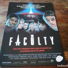 Cine: THE FACULTY - ELIJAH WOOD, JOSH HARTNETT,FAMKE JANSSEN, SALMA HAYEK - GUIA ORIGINAL LAUREN 1998. Lote 207230278