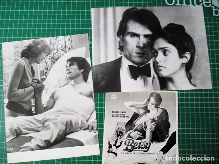 Cine: Betsy, la saga de los Handerman. Tommy Lee Jones. Guía + 2 fotos 18 x 24 cm - Foto 2 - 208373823