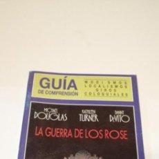 Cine: G-36 LIBRO GUIA DE COMPRENSION MODISMOS LOCALISMOS GIROS COLOQUIALES LA GUERRA DE LOS ROSE. Lote 217174577