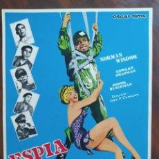 Cine: ESPÍA A LA FUERZA (THE SQUARE PEG) - JOHN PADDY CARSTAIRS - GUÍAS PUBLICITARIAS DE PELÍCULAS. Lote 238629860