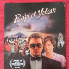 Cine: GUIA PUBLICITARIA ORIGINAL DE LA PELICULA: BAJO EL VOLCAN.. Lote 253048900