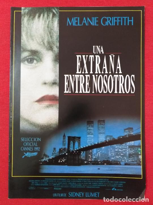 GUIA PUBLICITARIA ORIGINAL DE LA PELÍCULA: UNA EXTRAÑA ENTRE NOSOTROS. CON : MELANIE GRIFFITH. (Cine - Guías Publicitarias de Películas )