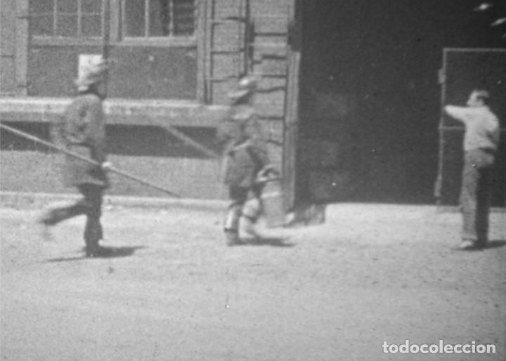 Cine: MOTIVO DE ALARMA - Película educativa de prevención de accidentes. Cine de 16 mm. - Foto 13 - 185735745