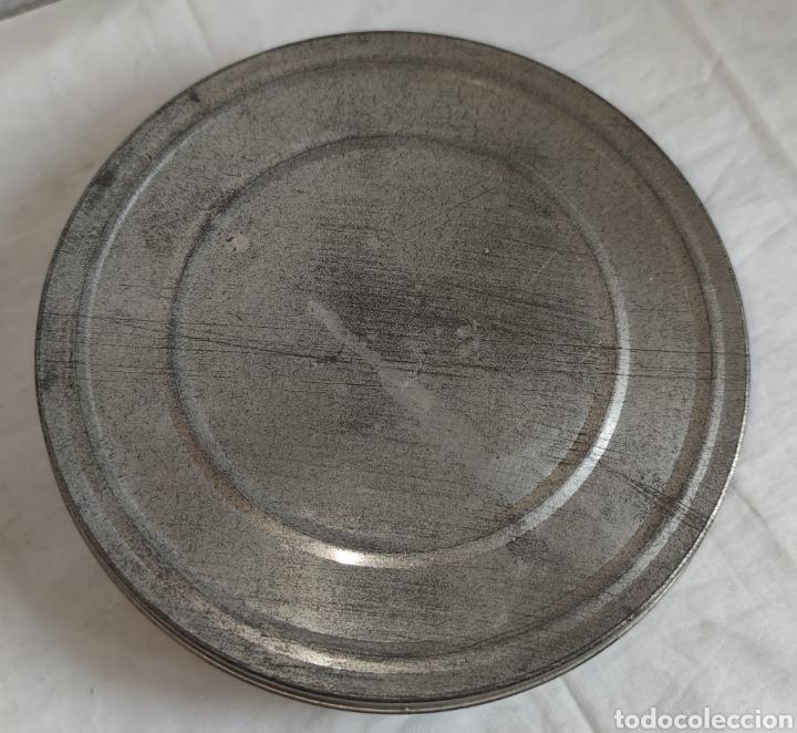 Cine: ANTIGUA CAJA METALICA LATA PARA PELICULA SUPER 8 Y 8MM - Mide 19 cm de diametro. Mide 4,2 cm alt - Foto 2 - 214749180