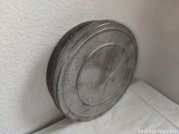Cine: ANTIGUA CAJA METALICA LATA PARA PELICULA SUPER 8 Y 8MM - Mide 19 cm de diametro. Mide 4,2 cm alt - Foto 4 - 214749180