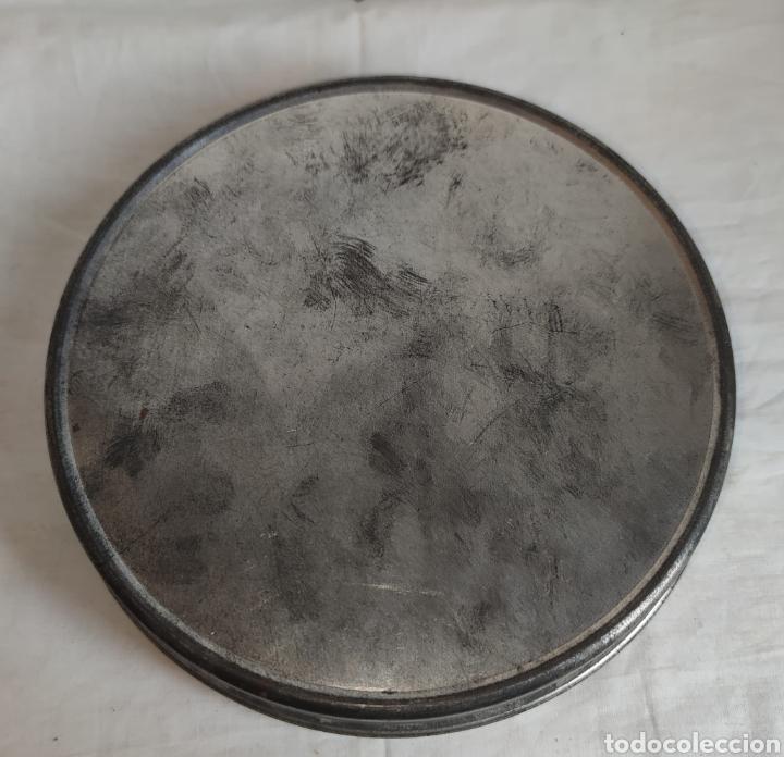Cine: ANTIGUA CAJA METALICA LATA PARA PELICULA SUPER 8 Y 8MM - Mide 19 cm de diametro. Mide 4,2 cm alt - Foto 5 - 214749180
