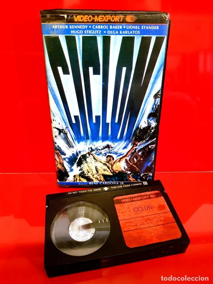 Cine: CICLÓN - Cyclone (1978) Tiburones asesinos. Dir. RENE CARDONA. OJO Beta - Foto 3 - 149405914