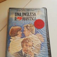 Cine: UNA IGLESA ROMANTICA. Lote 169863102