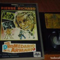 Cine: UN DROMEDARIO EN EL ARMARIO - PIERRE RICHARD, ALDO MACCIONE - BETA. Lote 264690154