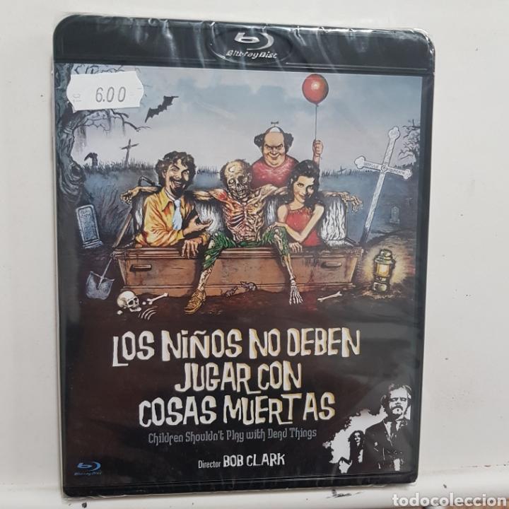 REF.2277 LOS NIÑOS NO DEBEN JUGAR CON COSAS MUERTAS - BLURAY NUEVO A ESTRENAR (Cine - Películas - Blu-Ray Disc)