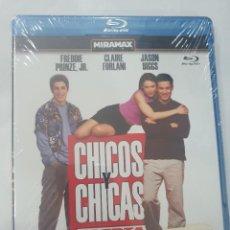 Cine: BLU-RAY - CHICOS Y CHICAS - NUEVO Y PRECINTADO. Lote 222259560