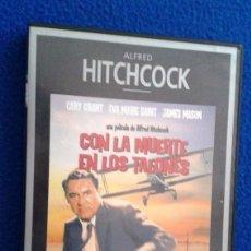 Cine: CON LA MUERTE EN LOS TALONES - DIR.: ALFRED HITCHCOCK. Lote 113088059
