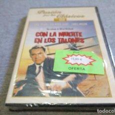 Cine: CON LA MUERTE EN LOS TALONES ALFRED HITCHCOCK DVD NUEVO PRECINTADO. Lote 123969659