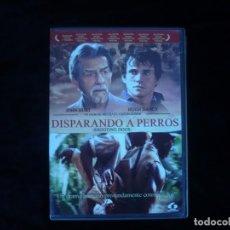 Cine: DISPARANDO A PERROS. Lote 156191662
