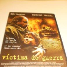 Cine: DVD VÍCTIMA DE GUERRA. BOB HOSKINS. SERGIUSZ ZYMELKA. 95 MIN CAJA FINA (SEMINUEVA). Lote 180146015