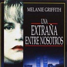 Cine: UNA EXTRAÑA ENTRE NOSOTROS DVD. Lote 194860145