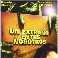 Cine: UN EXTRAÑO ENTRE NOSOTROS DVD. Lote 211838261