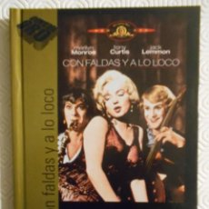 Cine: CON FALDAS Y A LO LOCO. LIBRO DVD DE LA PELICULA DE BILLY WILDER. CON MARILYN MONROE, JACK LEMMON, T. Lote 221309223