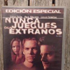 Cine: NUNCA JUEGUES CON EXTRAÑOS DVD. Lote 236844970