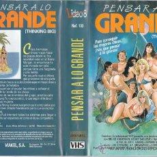 Cine: VHS\. PENSAR A LO GRANDE • CINTA DESCATALOGADA. DIR.S.F. BROWNRIGG. AÑO 1986. TEEN MOVIE COM.PICANTE. Lote 28989022