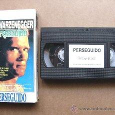 Cine: PELICULA DE VIDEO VHS PERSEGUIDO - ARNOLD SCHWARZENEGGER. Lote 32811053