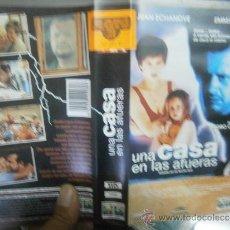 Cine: UNA CASA EN LAS AFUERAS -VHS. Lote 38651878